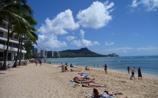 Relax in the sun with Diamond Head in the background