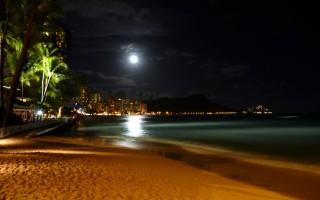 Moon over Diamond Head