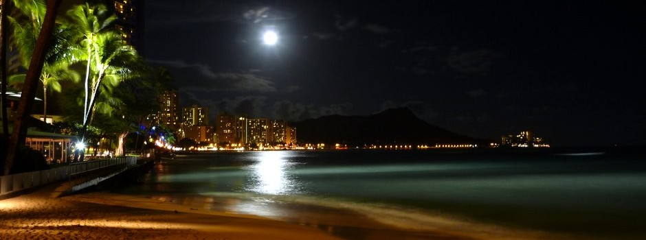 Moon over Diamond Head